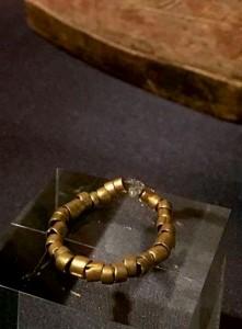 Най-старото-златно-украшение-в-света-4.1